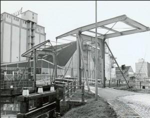 Kipbruggetje bij Calvé te Delft